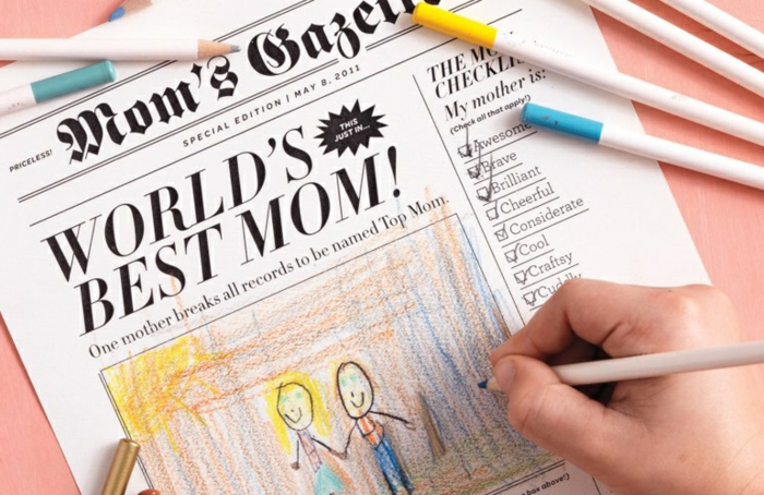 pasos para hacer regalos unicos, regalos dia de la madre manualidades, tarjeta dia de la madre estilo periodico