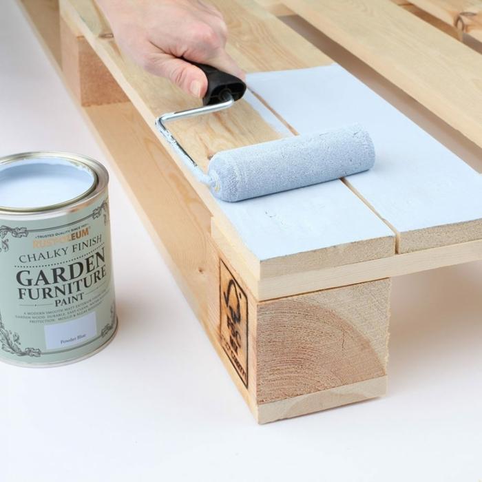 manualidades para decorar la terraza, como hacer muebles de palets practicos y bonitos, tutoriales sobre como hacer sillones con palets