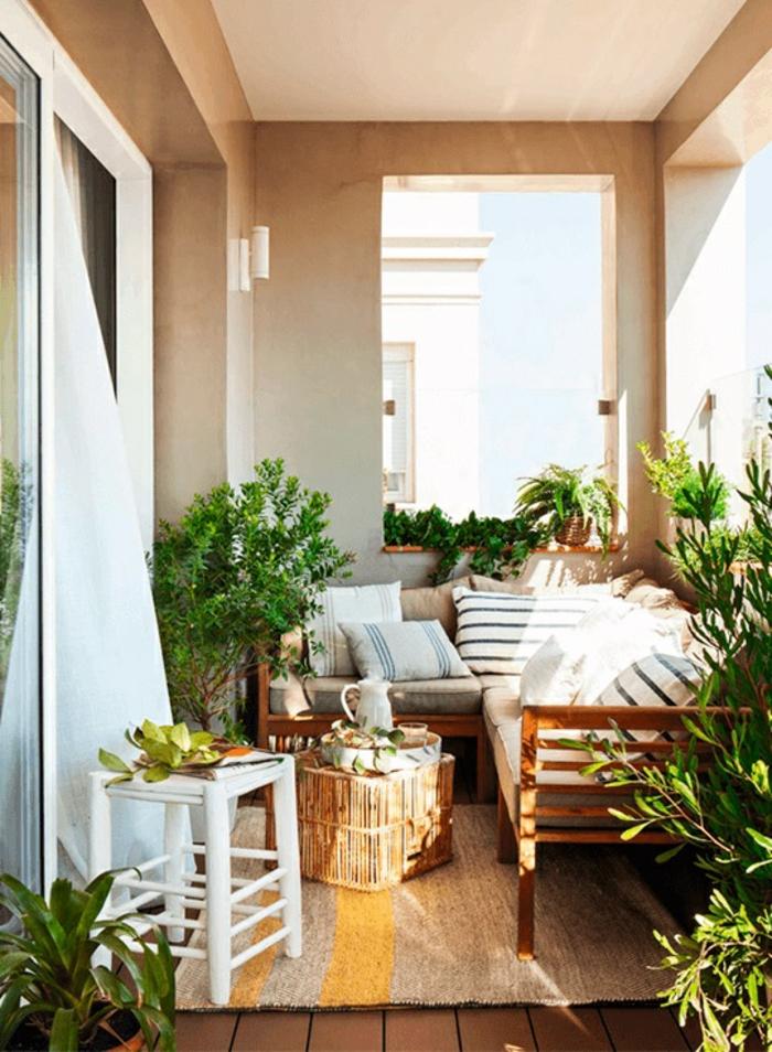 decorar balcones y terrazas pequeñas, ikea terraza con muebles comodos y decoracion con plantas verdes, terrazas acogedoras