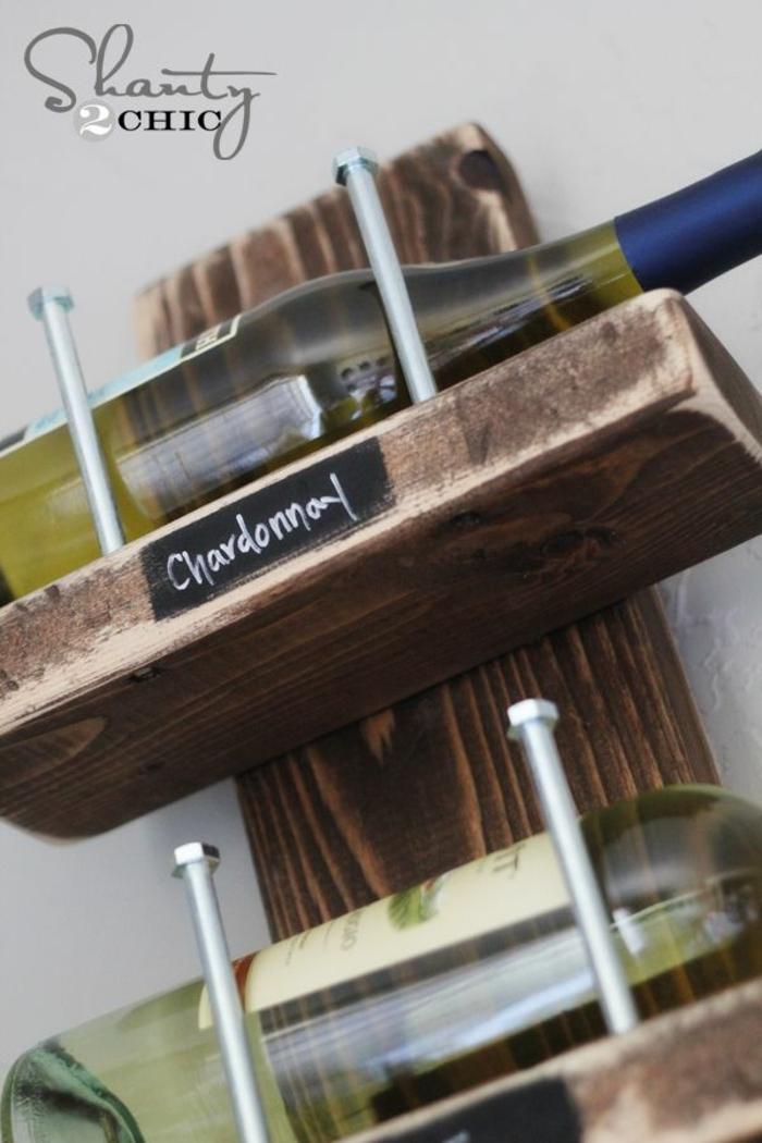 estanteria de madera original para vinos, como guardar las botellas de vino en casa, como organizar la cocina paso a paso