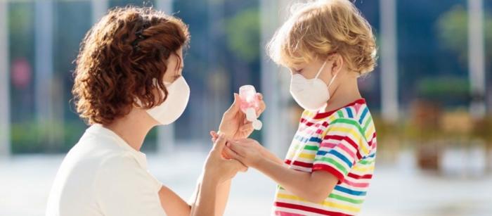 como proteger a tus niños usando gel desinfectante manos, fotos con ideas sobre como hacer gel casero con aloe vera
