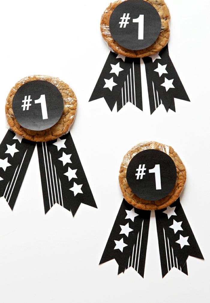 medallas para la mejor madre hechas con galletas blandas, ideas regalo dia de la madre, fotos de regalos caseros faciles