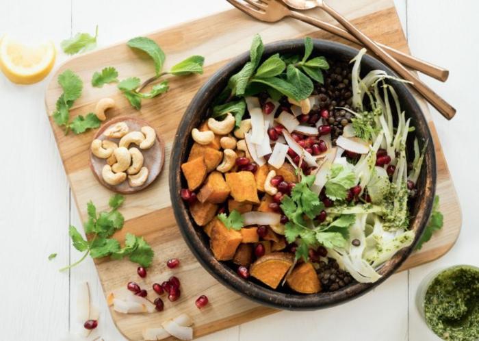 como hacer un buda bol con batatas, anacardos, verduras y lentejas, originales ideas de platos dieta para bajar de peso