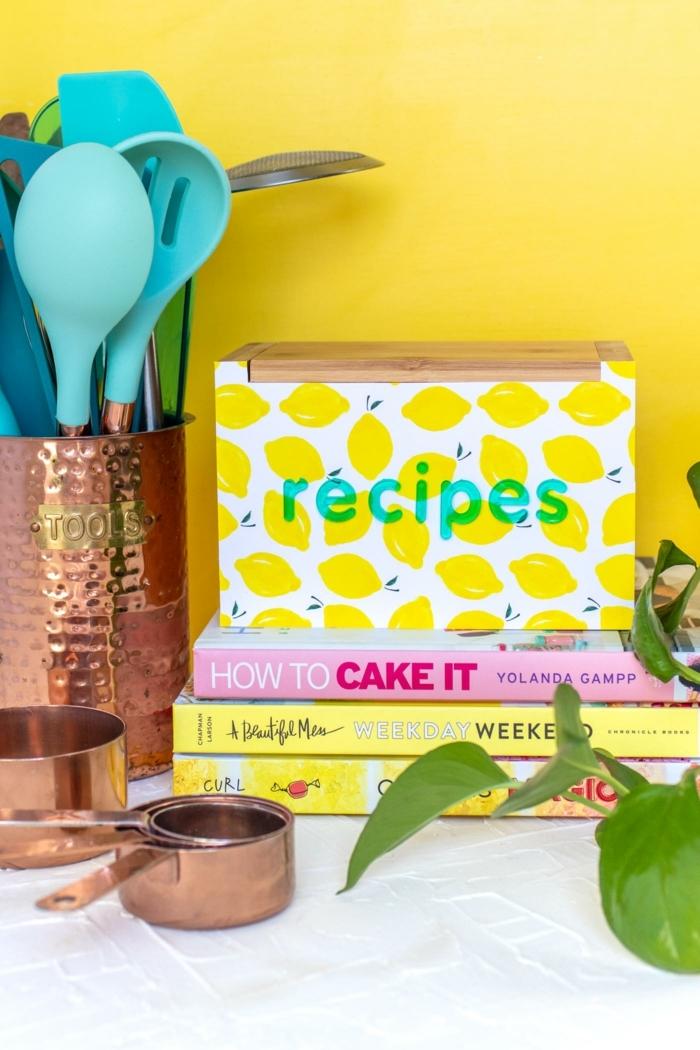 que regalar a una madre, caja de recetas personalizada decorada a mano, caja de madera decorada de papel estampada
