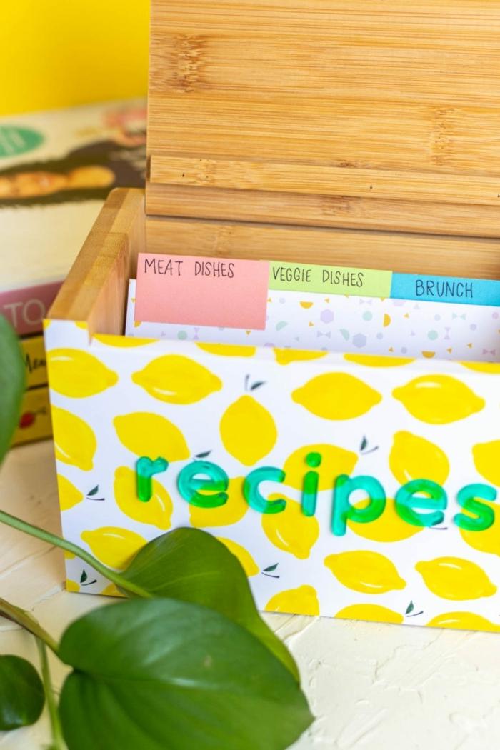 ideas de regalos originales y faciles de hacer en casa, que regalar a una madre, como hacer una caja de recetas diy, ideas de regalos
