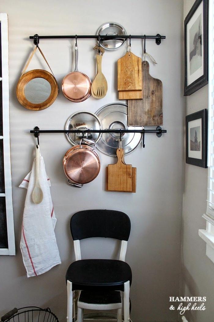 ideas sobre como guardar los utensilios en la cocina, sartenes y ollas colgatnes, organizador cajones cocina paso a paso