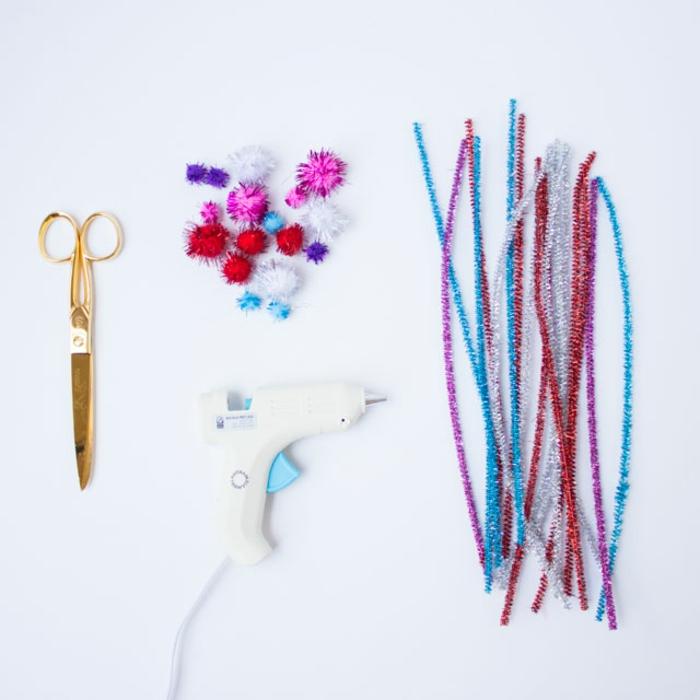 materiales necesarios para hacer una corona de limpiapipas para mama, ideas regalo dia de la madre, fotos de regalos caseros