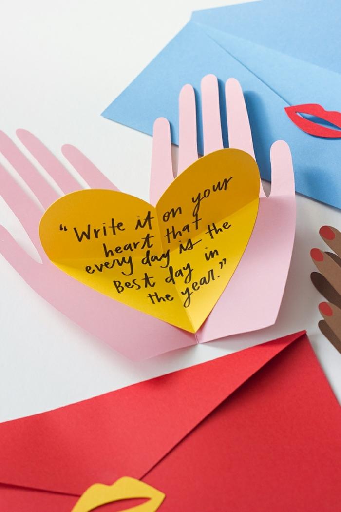 regalos dia de la madre originales para hacer en casa, fotos de regalos bonitos y faciles de hacer, tarjetas DIY en forma de corazon