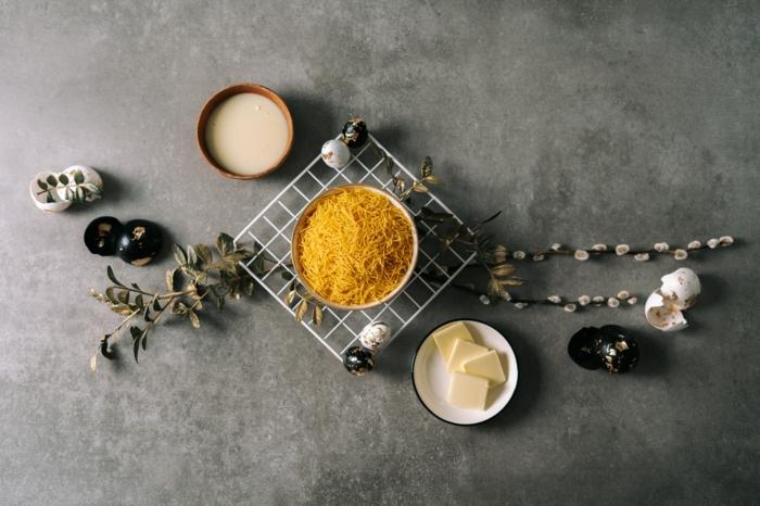 ingredientes para hacer nidos de fideos con mantequilla y azucar, ideas de recetaas de postres en primavera, postres de semana santa