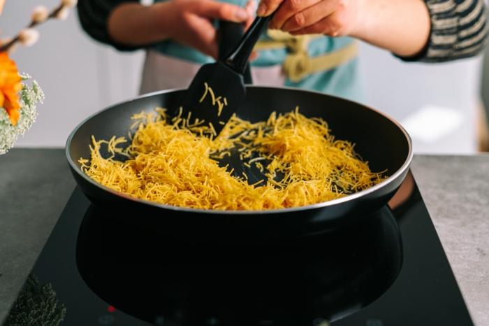 feideos en una sarten, postres de semana santa, como hacer nidos de pasta originales paso a paso, recetas caseras faciles