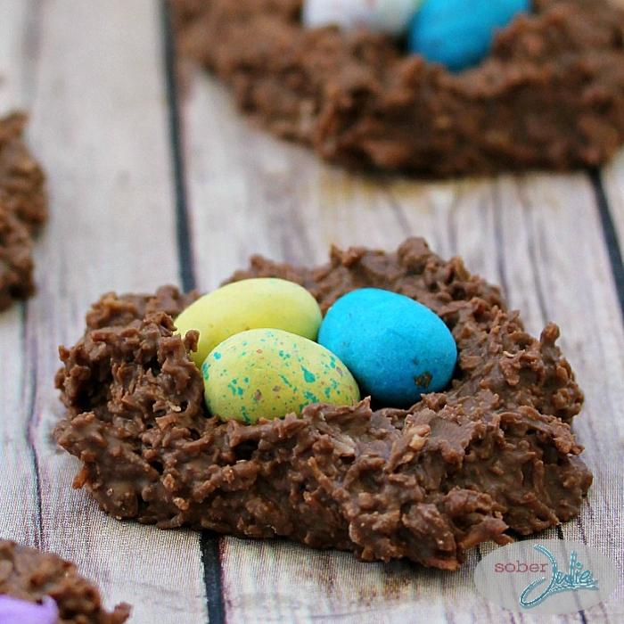 nido de chocolate decorativo, postres faciles de hacer en casa, postres faciles para impresionar y originales en fotos
