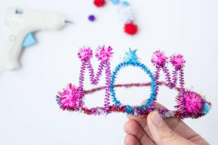 corona para mama hecha de limpiapipas, manualidades faciles y rapidas para hacer con tus pequeños, ideas regalo dia de la madre