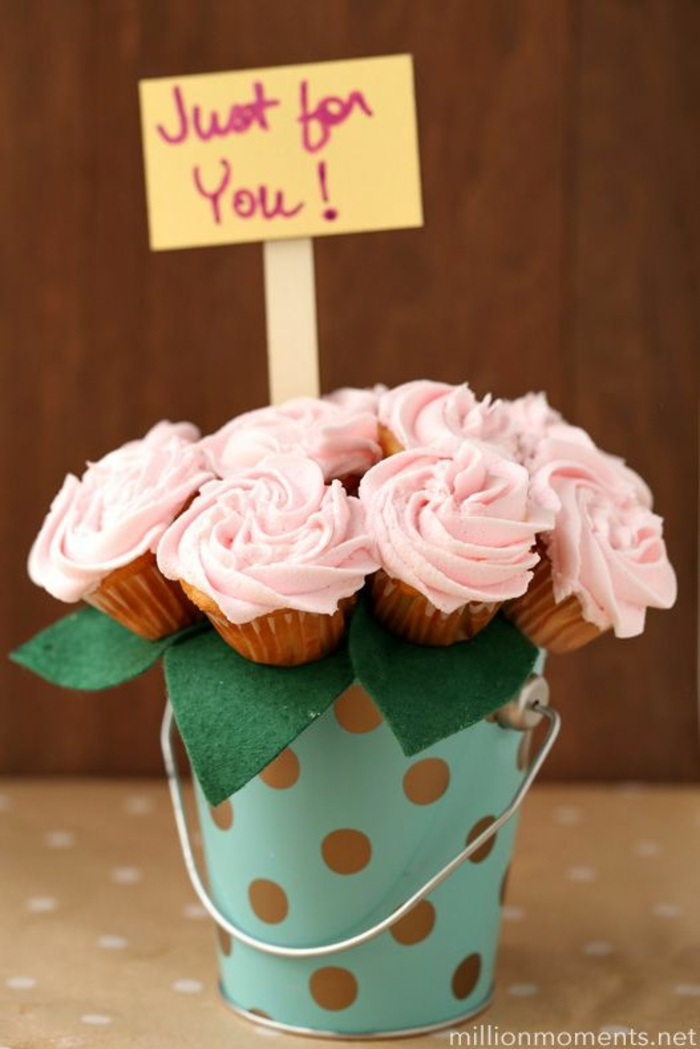 regalos originales dia de la madre originales, magdalenas caseras en forma de flores para sorprender a tu madre