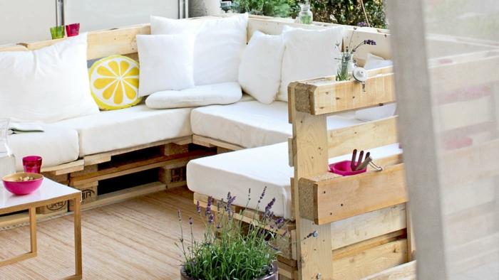 super bonitos ejemplos de muebles hechos de palets, muebles de jardin con palets en la terraza, sofás con palets originales