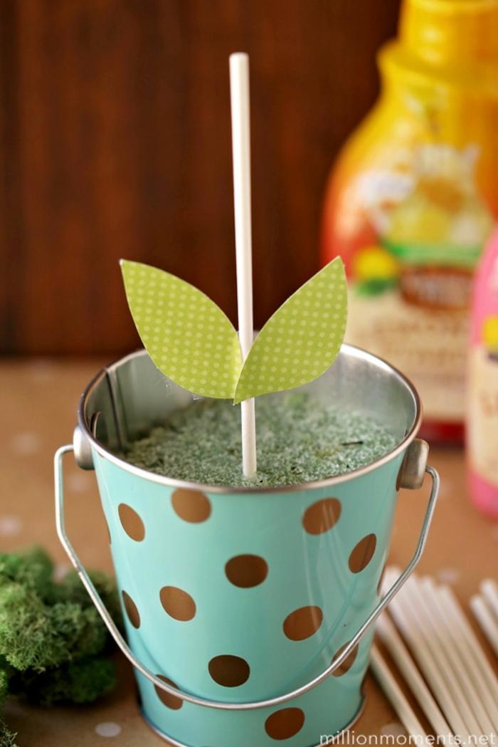 como hacer un ramo de magdalenas en forma de flores, regalos originales dia de la madre para hacer en casa paso a paso