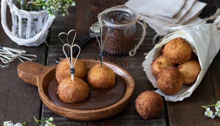postres faciles y rapidos, como hacer buñuelos con vainilla y salsa de chocolate, buñuelos con crema de chocolate, ideas de recetas