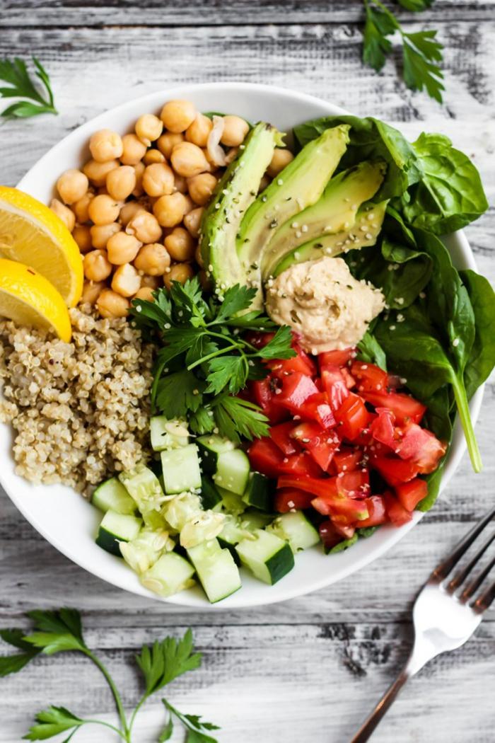 garbanzos, quinoa, calabacines, tomates, aguacate, hummus,perejil, espinacas y semillas, fotos de dieta para bajar de peso