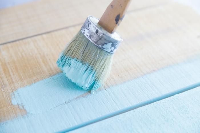 pasos para hacer un organizador de tazas DIY, regalos con bricolaje para sorprender a tu mama, pintar la madera