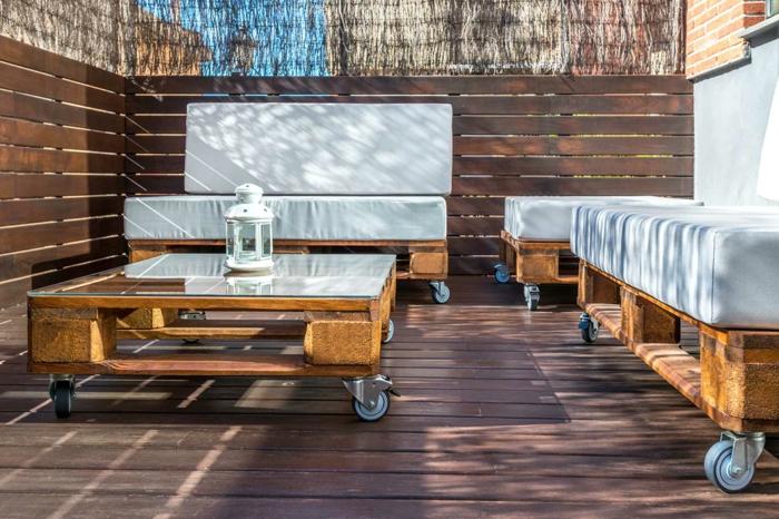 muebles bonitos y funcionales hechos con palets de madera reciclados, jardines con palets y terrazas comodas y funcionales