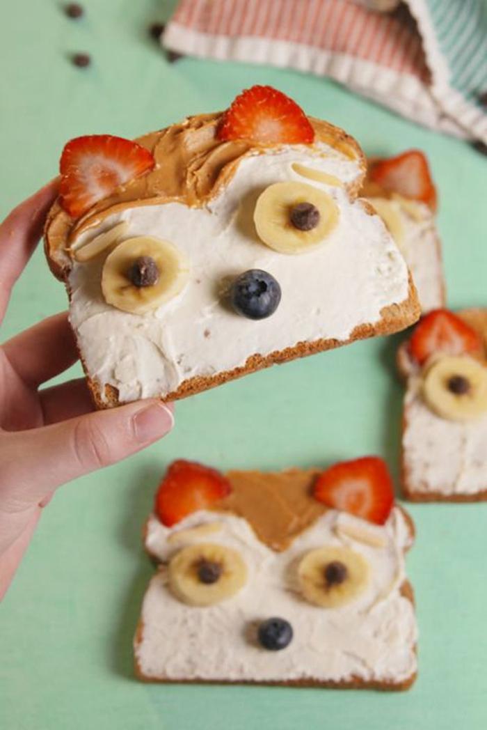 comidas divertidas para tus niños, tostadas con crema de queso y mantequilla de mani, recetas caseras faciles con frutas