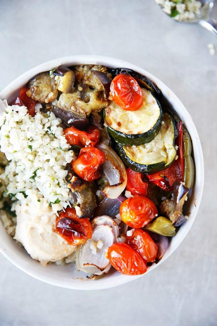 bol con quinoa y vegetales a la parilla, platos saludables para bajar de peso, recetas sanas para cenar en imagenes bonitas