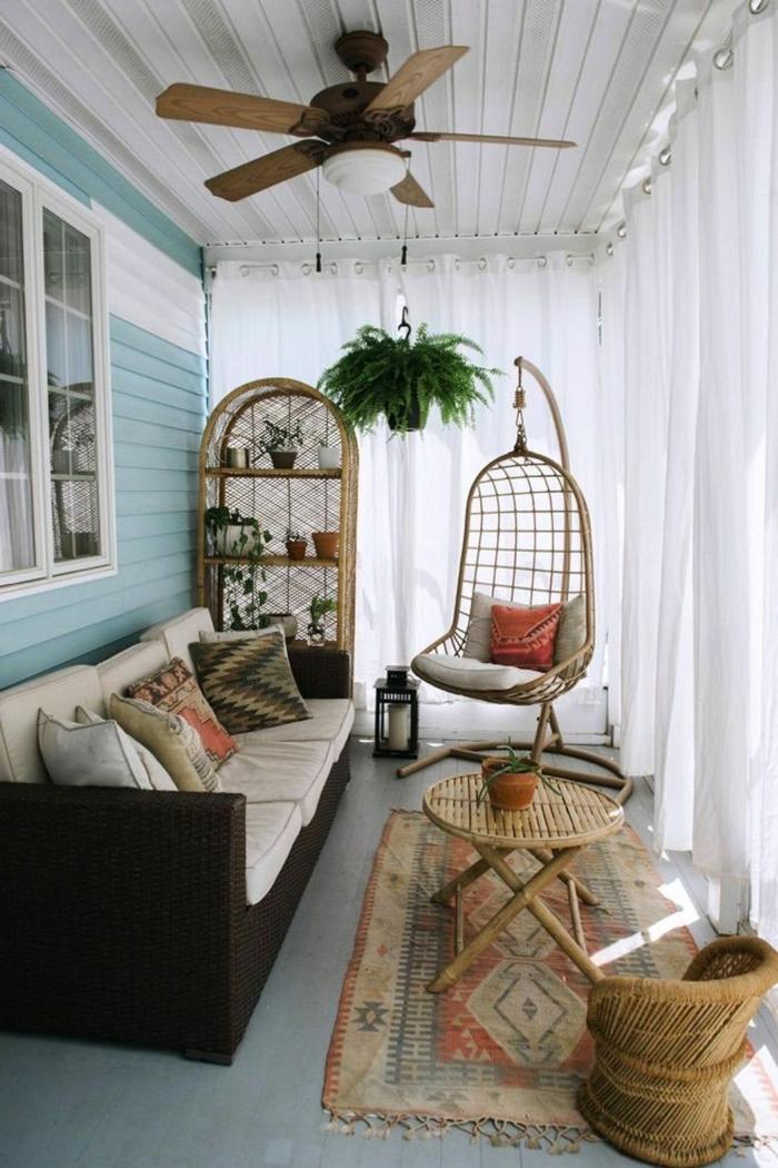 pequeña terraza decorada con muchos detalles decorativos en estilo etnico, decoracion terrazas aticos, decoracion boho chic