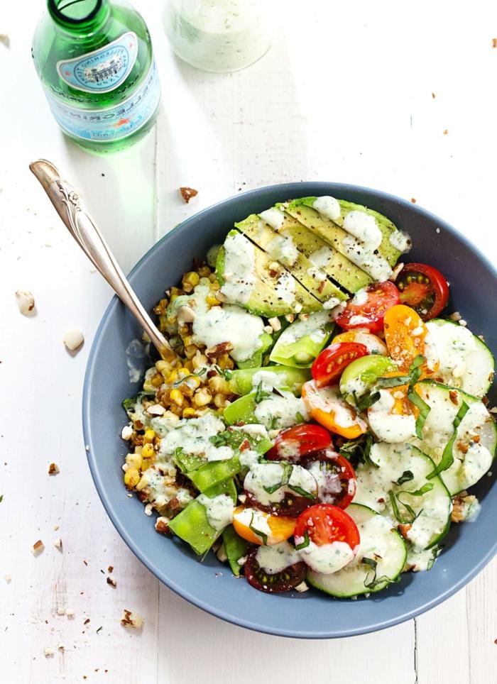 ensalada con maiz, aguacate a la parailla, pimientos rojos y verdes, ideas de , recetas faciles y saludables en imagenes