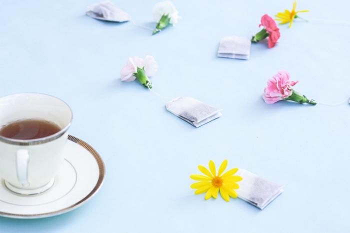 las mejores ideas de regalos para mama, bolsas de té decoradas con flores, pequeños detalles para sorprender a tu mama