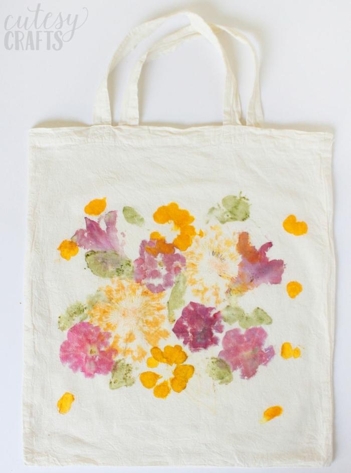 bolsa estampada con motivos florales en bonitos colores, imagenes de regalos personalizados y regalos originales para madres