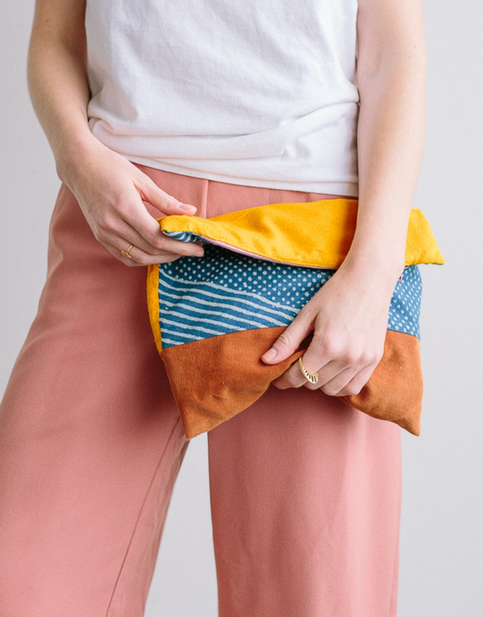 simpatico bolso hecho de restos de tela en bonitos colores, regalos originales para madres, fotos de regalos originales