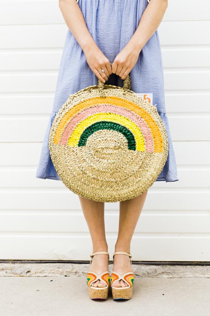 bonito bolso de mimbre en colores, bolso diy para el verano, las mejores ideas de regalos para madres cumpleaños