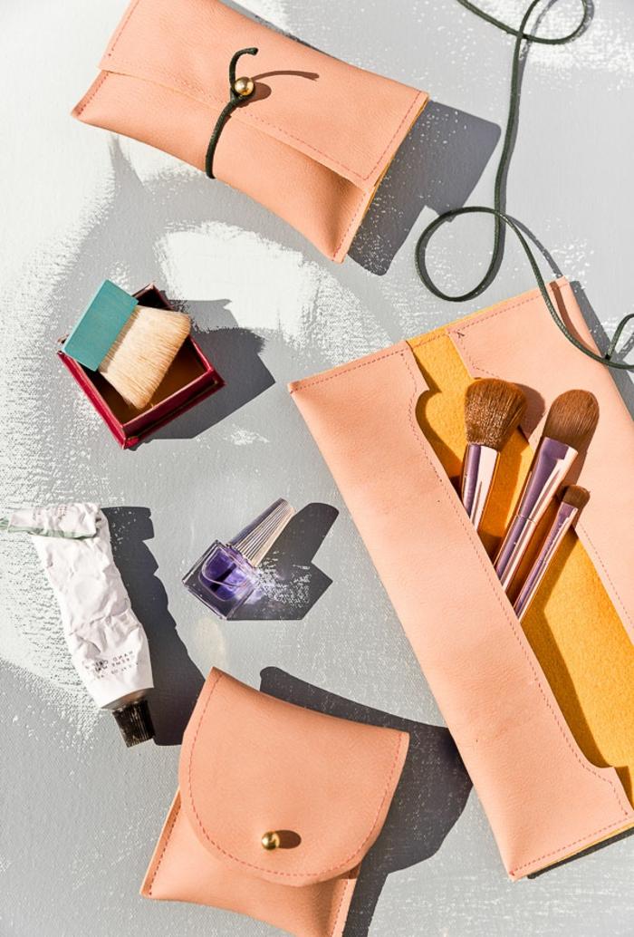 regalos para madres cumpleaños, cosas bonitas para regalar a tu madre, bolsos de cuero para guardar el maquillaje