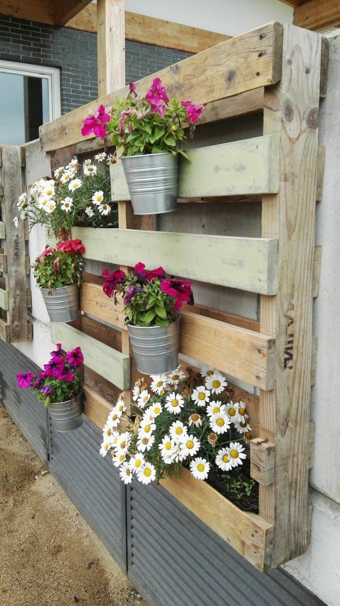 decoracion terrazas pequeñas con jardineras de palets, como hacer jardineras hechas con palets, ideas en bontias imagenes