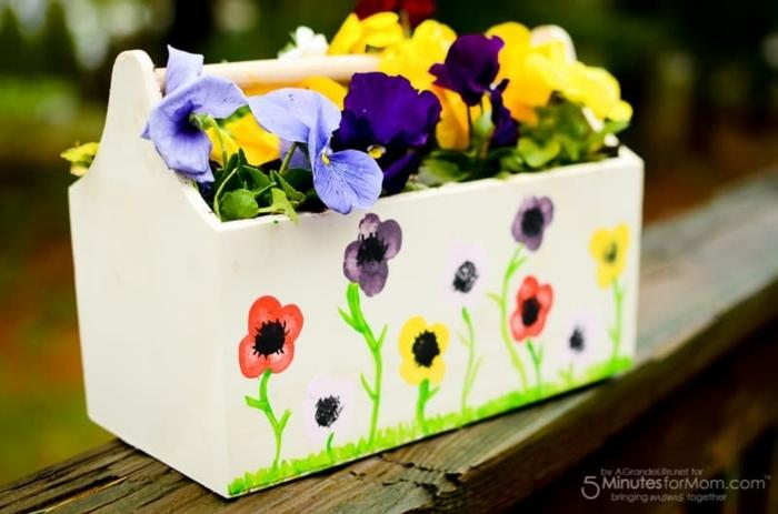 bonita maceta decorada con dibujos infantiles de flroes, manualidades dia de la madre infantil, regalos para mama