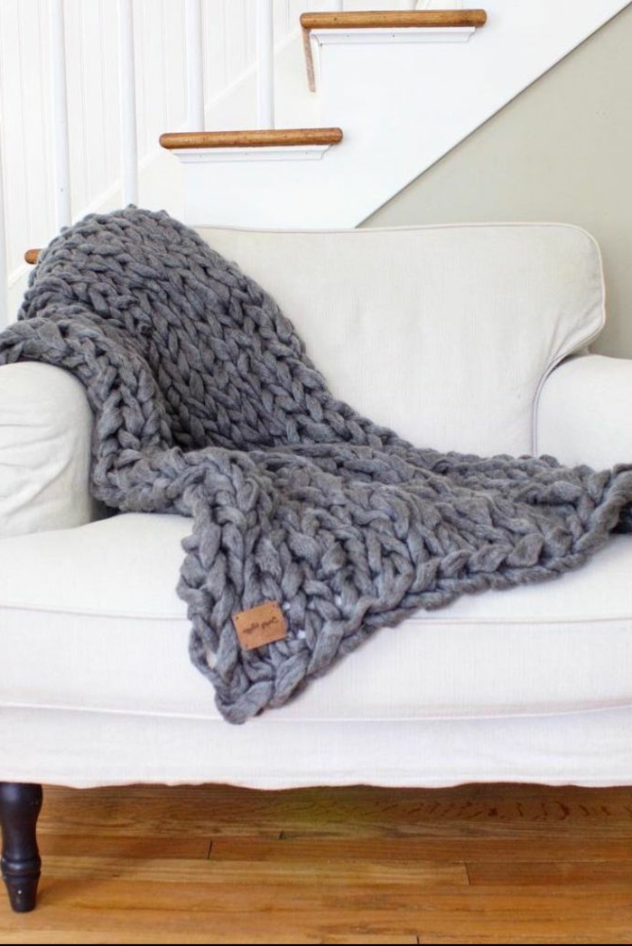preciosa manta en color gris hecha a mano, regalos caseros para tu mama, regalos para madres cumpleaños en fotos