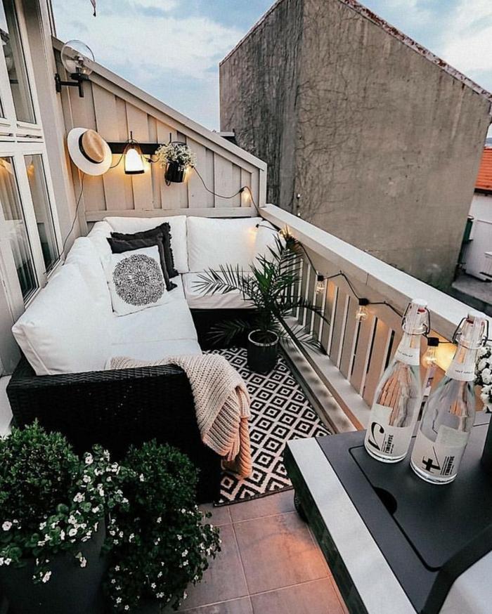 terrazas con palets en estilo chill out, balcón acogedor bonito con decoracion en blanco y negro, fotos de terrazas decoradas