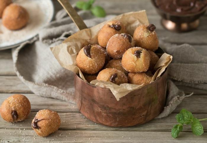 receta de buñuelos de viento casera, las mejores ideas de dulces para pascua, buñuelos de viento de chocolate y azucar