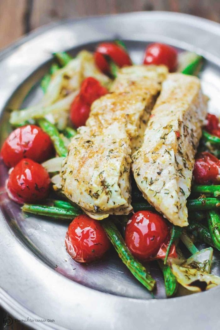 pescado con esparragos y tomates uva a la parilla, las mejores ideas de recetas con pescado, comida fitness en fotos