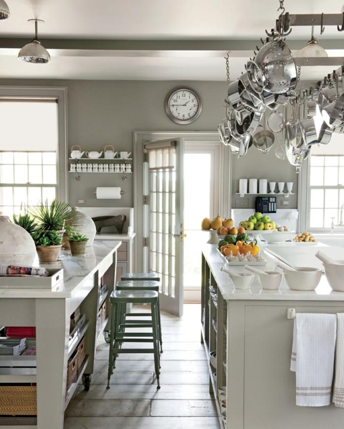 cocina americana con dos barras decoradas en blanco y gris, fotos de cocinas modernas y espaciosas, cocinas con isla