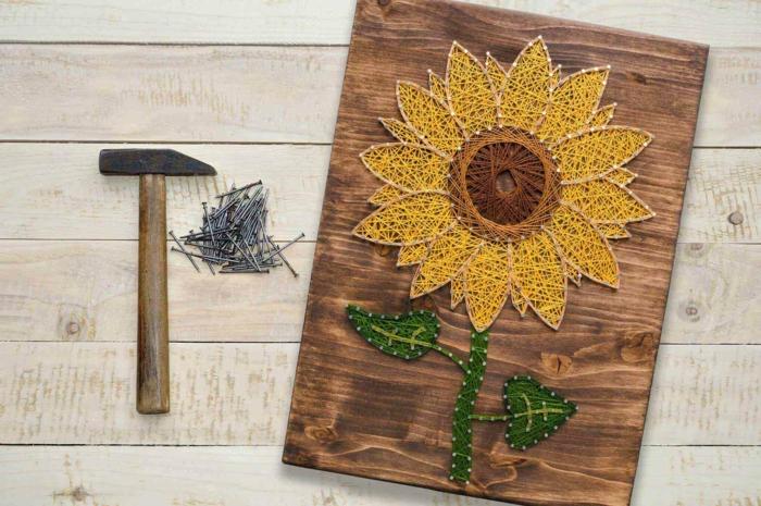 cuadro decorativo con clavos e hilos, cuadro de madera con un girasol, ideas regalo dia de la madre en fotos bonitas