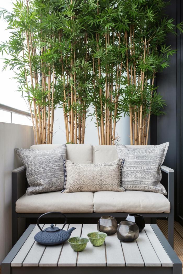 pequeña terraza con muebles comodos, ikea terraza, ideas para crear una zona para relax en la terraza, fotos de terrazas decoradas