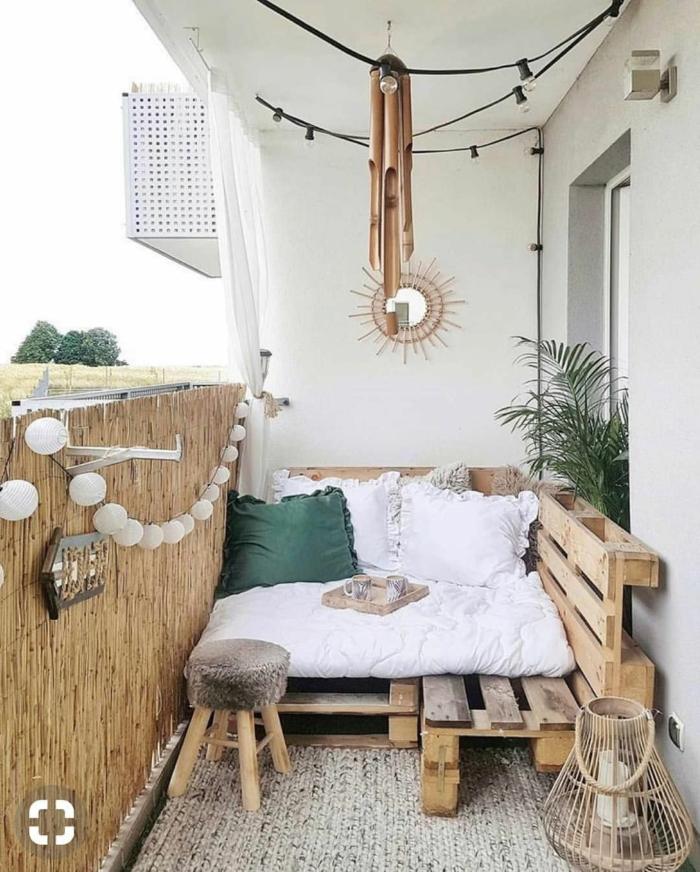 ideas terraza pequeña, muebles de terrazas con palets, las mejores ideas para decorar una terraza, sofa hecha de palets