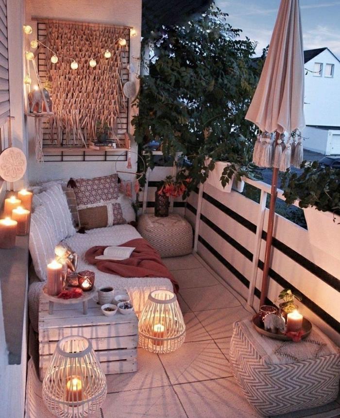 espacio exterior decorado con mucho encanto, ideas sobre como decorar la terraza en fotos, balcon acogedor con mubels de palets