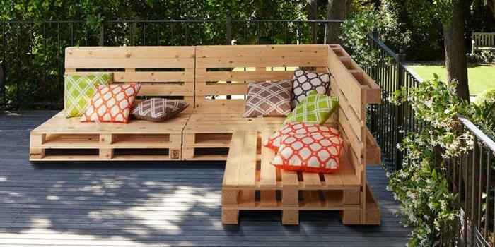 muebles con palets faciles de hacer para convertir a tu terraza en un espacio de reax, ideas de sofas hechos con palets