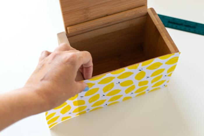 regalos dia de la madre originales y utiles, caja de madera con papel estampada, caja de recetas original para hacer en solo unos pasos