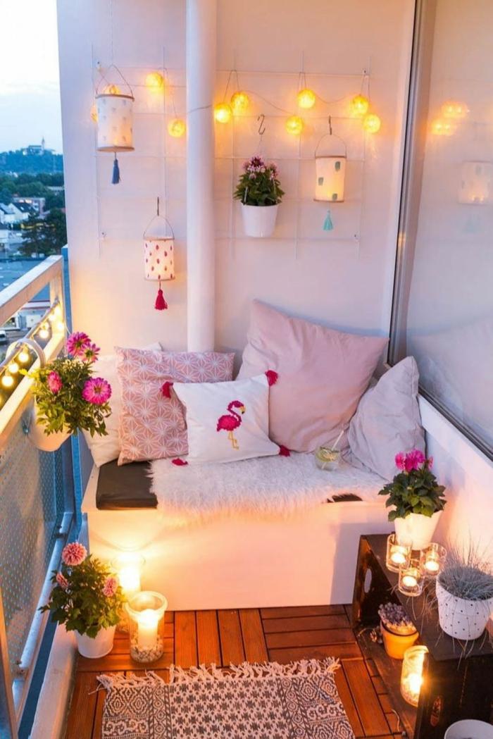 pequeña terraza decorada con luces y muchos detalles decorativos, ideas terraza originales, fotos sobre como decorar la terraza
