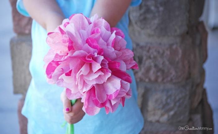 ramo de flores de papel DIY, fotos de manualidades para el dia de la madre faciles, ideas de manualidades caseras originales