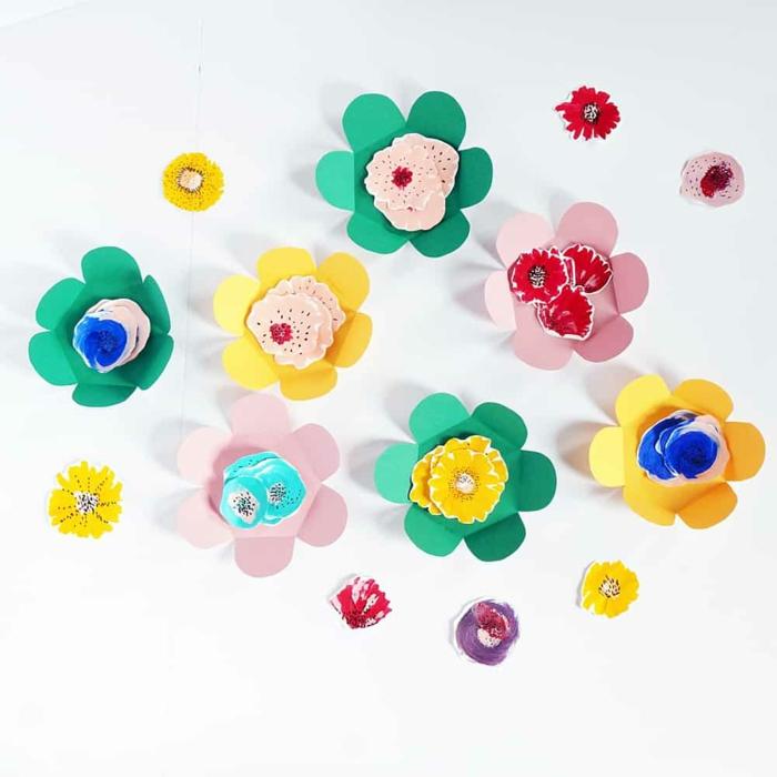 como hacer flores de papel 3d en diferentes colores, ideas de manualidades con papel para pequeños y adultos, fotos de manualidades