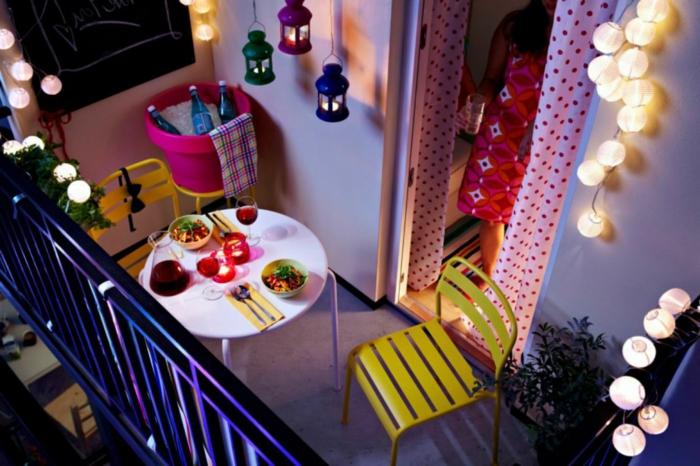 las mejores ideas sobre como amueblar una terraza chill out, espacio decorado en colores vibrantes, muebles sencillos