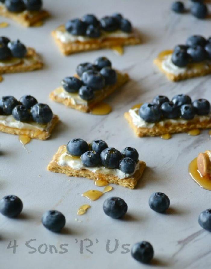 galletas con crema de queso y arandanos, recetas de cocina faciles y sanas, fotos de comidas ligeras con frutas y verduras